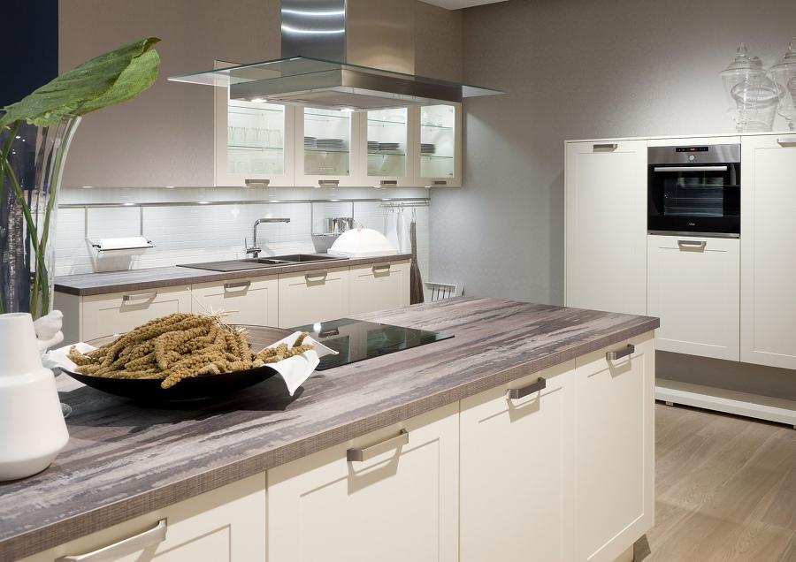 helle fronten und naturholzelemente prgen das nordic kitchen design - Kcheninsel Mit Kochfeld Und Sple